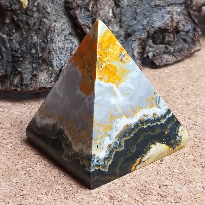 kámen, mineral, stone, nerost, nerosty, čmeláčí jaspis, pyramida, pyramid, jaspis, jasper, bumblebee jasper