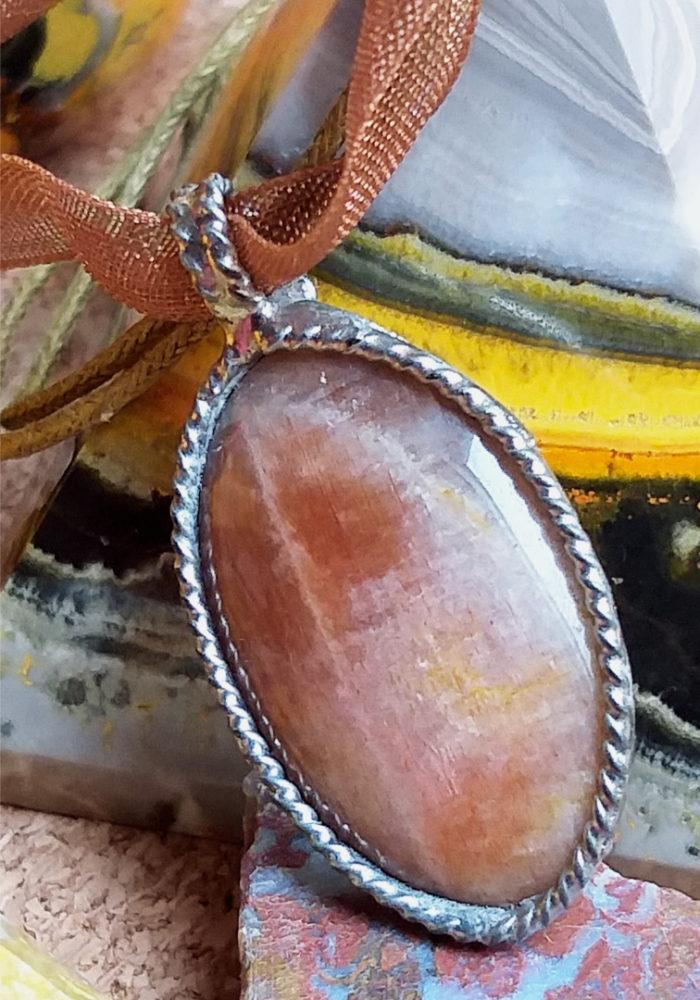 šperk, jewel, jewelry, feldspar, sunstone, sluneční kámen, živec, mineral, stone, nerost, nerosty, kámen