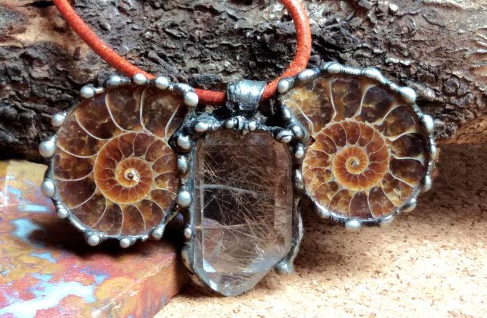 šperk, jewel, jewelry, ammonite, amonit, rutil, quartz, crystal, krystal, křišťál, fossil, zkamenělina