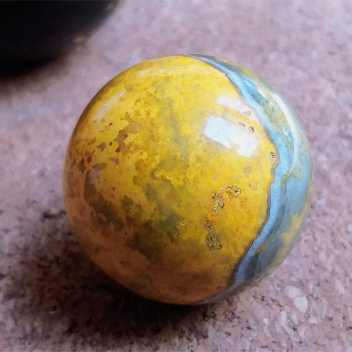 jasper, jaspis, čmeláčí jaspis, bumblebee jasper, koule, ball, sphere, nerosty, nerost, mineral, stone, kámen, žlutá