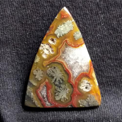 nerosty, mineral, stone, gemstone, markazit, druse, drúza, red markazit, markazite, cabochon